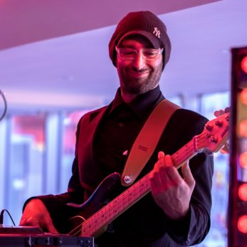 DJ Vince sorgt für tolle Musik auch mit dem eigenen Bass