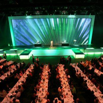 Lounge VJ bei Galadinner auf großer Bühne