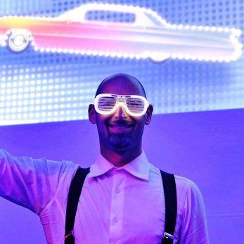 DJ Vince cool mit Leuchtbrille