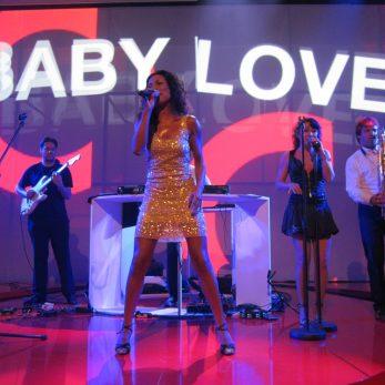 Baby Love Partyband auf der Bühne