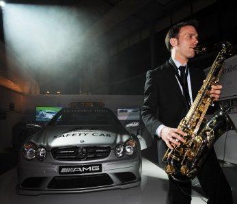 Saxophonst bei Autoshow