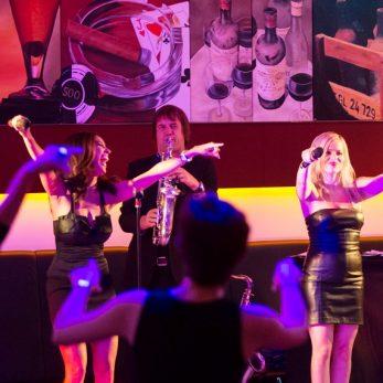 Live Party Band mit Sax und Sängerinnen