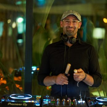 DJ Vince bei Live Perkussion