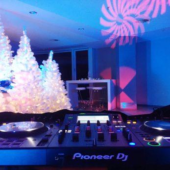 Weihnachtsfeier mit DJs: Der Raum ist fertig