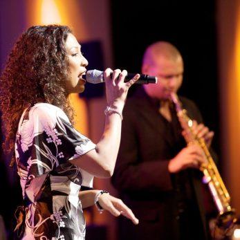 Sängerin und Saxofonist im Rahmen des Konzepts Musik & DJ für die Hochzeit