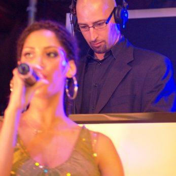 DJ Vince Lounge mit Live-Sängerin