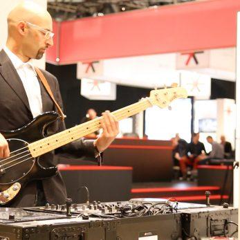 DJ Vince spielt Live Bass