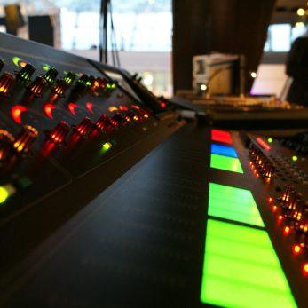 Mischpult-Ton-und-Lichtechnik-Eventtechnik-Tagungstechnik-Veranstaltungstechnik-Messe-Technik- Vermietung-Eventklang-Entertainment